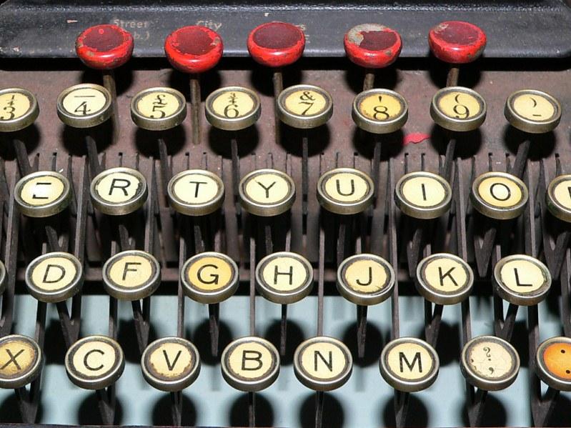 הקלדה מהירה בוורד: כתיבה מהירה באמצעות תיקון שגיאות אוטומטי