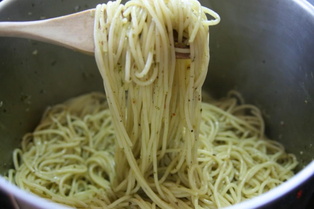 ספגטי ירוק בסיר
